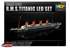 R.M.S. Titanic 1/700 Led Edition